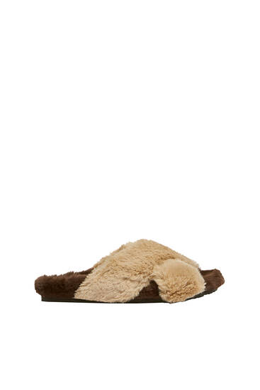 Flat crossover sandals with faux fur detail
