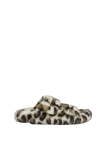 Ravne sandale od veštačkog krzna sa životinjskim dezenom