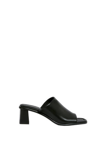 Heeled sandals with square toe