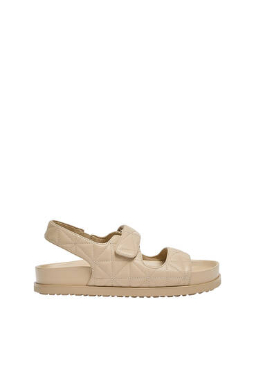 Flat sandals with quilted straps