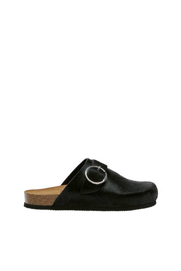 Flat leather clogs