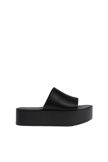 נעליים פתוחות מאחור עם פלטפורמה