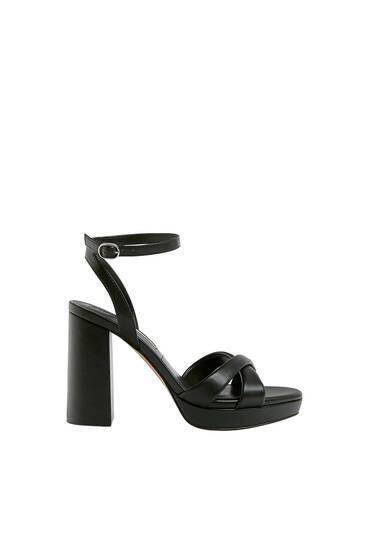 Sandale sa štiklom i prošivenim kaiščićima