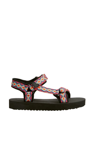 Flat sporty sandals with multicoloured detail