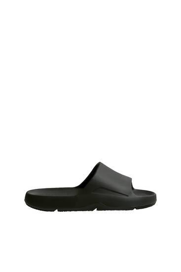 Monochrome flat sandals