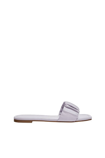 Flat sandals with gathered detail