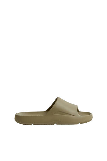 Vienkrāsainas sandales ar siksniņu