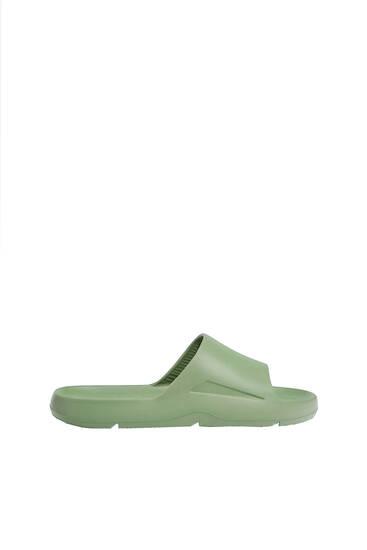 Jednobarevné sandály spáskem přes nárt