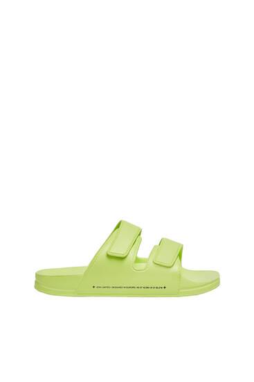 Flache Sandalen mit Klettverschluss